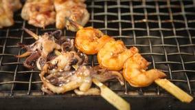 新鲜的大烤虾和婴孩章鱼 免版税库存图片