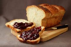 新鲜的家制面包 免版税库存照片