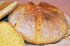 新鲜的家庭焙制的南瓜面包 免版税库存图片