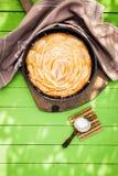 新鲜的家庭焙制的苹果饼 库存图片
