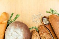 新鲜的家庭焙制的面包 图库摄影