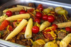 新鲜的小玉米的煮熟的小的耳朵 免版税库存照片