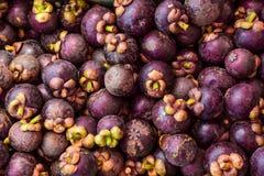 新鲜的山竹果树在一个地方市场上 免版税库存照片