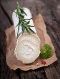 新鲜的山羊乳干酪 库存照片