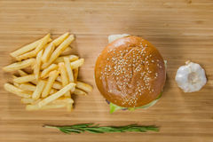新鲜的开胃汉堡用土豆 免版税库存照片
