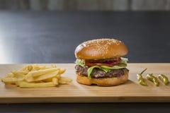 新鲜的开胃汉堡用青椒 库存图片