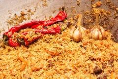 新鲜的开胃肉饭 烹调与油煎的羊羔,米,大蒜,加州 免版税图库摄影