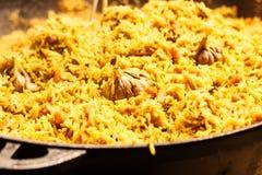 新鲜的开胃肉饭 烹调与油煎的羊羔,米,大蒜,加州 免版税库存图片