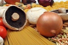 新鲜的意大利有机意大利面食蔬菜 免版税库存图片