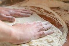 新鲜的意大利薄饼面团 免版税图库摄影
