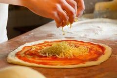 新鲜的意大利薄饼面团 免版税库存图片
