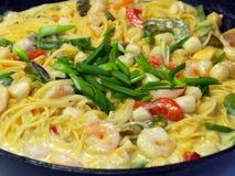 新鲜的意大利面食和海鲜 图库摄影