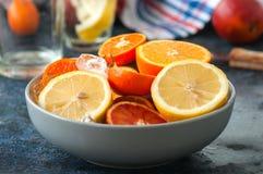 新鲜的成熟柑橘水果的混合当血橙,普通话, le 免版税图库摄影