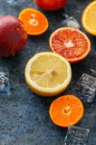 新鲜的成熟柑橘水果的混合 血橙,普通话, lemo 免版税库存图片