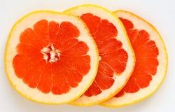新鲜的成熟水多和开胃葡萄柚和它的零件关闭, 库存图片