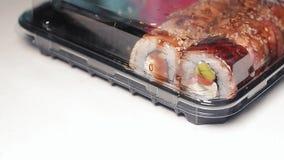 新鲜的日本寿司在箱子拿走 影视素材