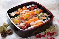新鲜的日本寿司盛肉盘 免版税库存图片
