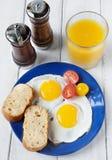 新鲜的早餐用鸡蛋 免版税库存照片