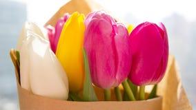 新鲜的春天郁金香花束 库存照片