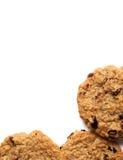 从新鲜的曲奇饼和面包屑的垂直的框架 查出在白色 库存图片