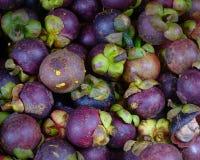 新鲜的有机山竹果树果子在市场上 免版税库存图片