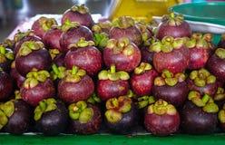 新鲜的有机山竹果树果子在市场上 免版税库存照片