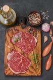 新鲜的有机未加工的牛肉 免版税库存照片