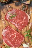 新鲜的有机未加工的牛肉 免版税图库摄影