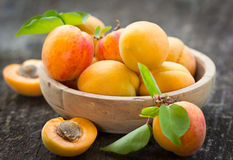 新鲜的有机杏子 图库摄影