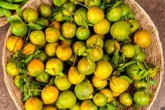 新鲜的有机橙色果子 免版税库存图片