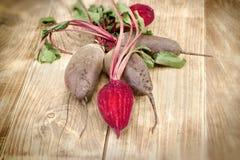新鲜的有机甜菜-甜菜根 免版税库存照片