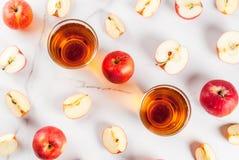 新鲜的有机苹果汁 库存图片