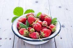 新鲜的有机草莓 图库摄影