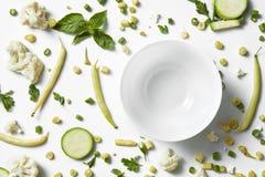 新鲜的有机绿色蔬菜和水果 概念吃健康 库存照片