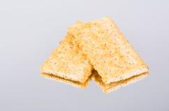 新鲜的有组织的整体五谷薄脆饼干。 库存图片