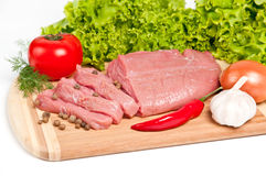 新鲜的未加工的牛肉在船上 免版税图库摄影