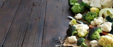 新鲜的未加工的花椰菜和硬花甘蓝 免版税库存图片