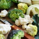 新鲜的未加工的花椰菜和硬花甘蓝 库存图片