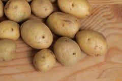 新鲜的未加工的马铃薯 免版税库存图片