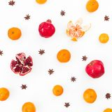 新鲜的柑橘、石榴石和茴香在白色背景 概念新年度 平的位置 顶视图 库存照片