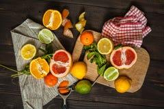 新鲜的柑橘桌 免版税图库摄影