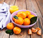 新鲜的柑橘汁和蜜桔 免版税库存图片