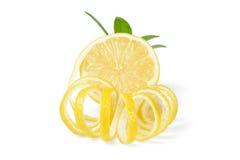 新鲜的柠檬和柠檬皮 免版税库存照片