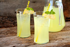 新鲜的柠檬水 免版税库存图片