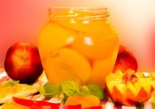 新鲜的桃子和桃子果酱 免版税图库摄影