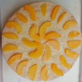 新鲜的桃子松糕 图库摄影
