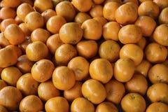 新鲜的桔子堆 库存照片