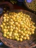 新鲜的桔子待售 免版税库存图片