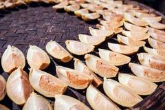新鲜的槟榔子在阳光下 免版税库存照片
