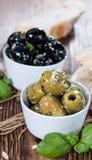 新鲜的橄榄(黑色和绿色) 免版税库存照片
